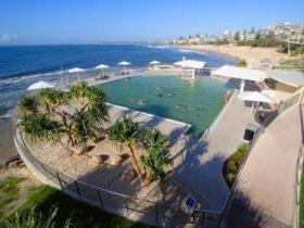 Kings Beach - Beachfront Salt Water Pool - Sunshine Coast Tourism